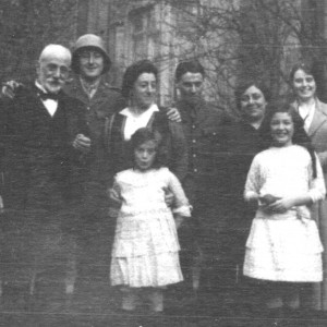 Edward, Dickie, Marie and Edith Denaro, Charlie Muscat, Daisy, Josephine Burns