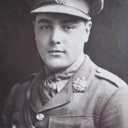 Lt Frank Samut